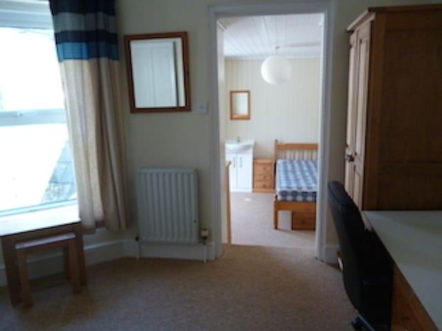 4015_448315_bedroom-study-5