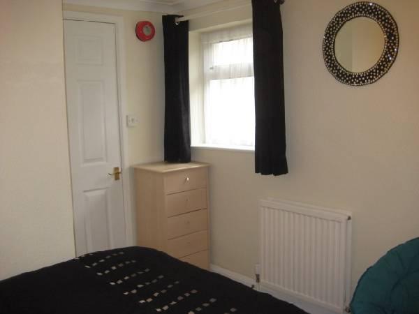 52565_29842_bedroom-2