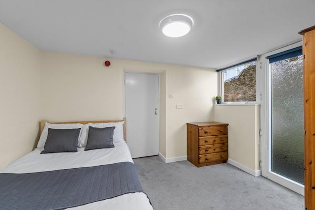 Con R1 bedroom b